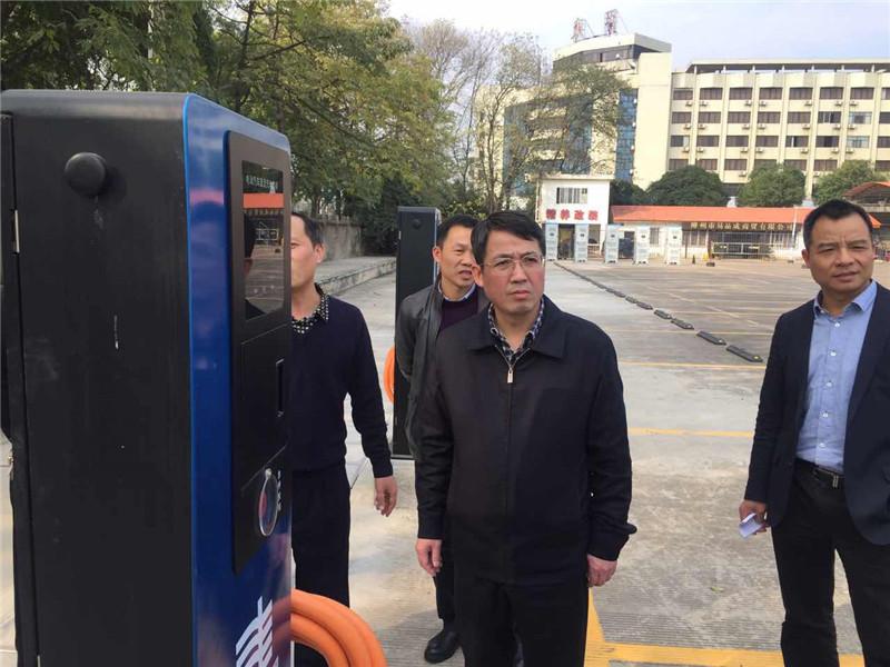 吴炜:加强烟花燃放监管 把好公交安全关