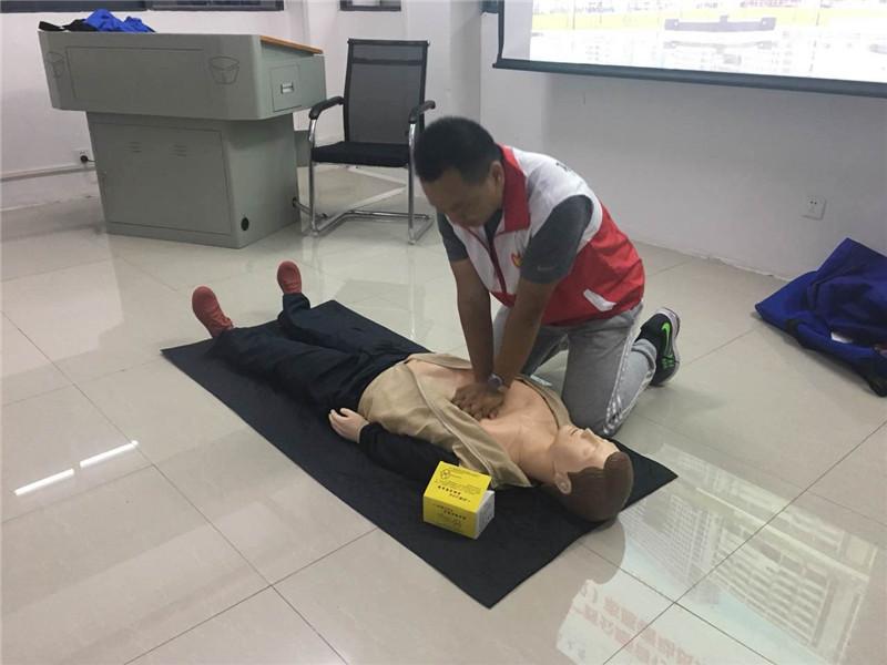 """43名志愿者学习礼仪、救护知识 助力""""环广西""""自行车赛"""