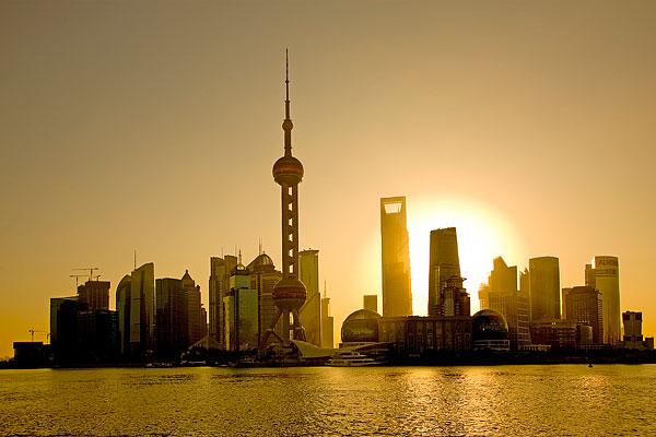综合消息:把握中国发展特点 坚持中国特色之路——海外人士称赞中国共产党坚持中国特色社会主义发展道路