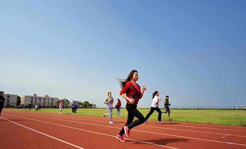 【棒呆】柳州两所学校的体育场地设施免费对外开放~~
