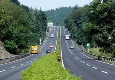 司机请注意:桂柳高速五里大桥桂林往柳州方向封闭施工