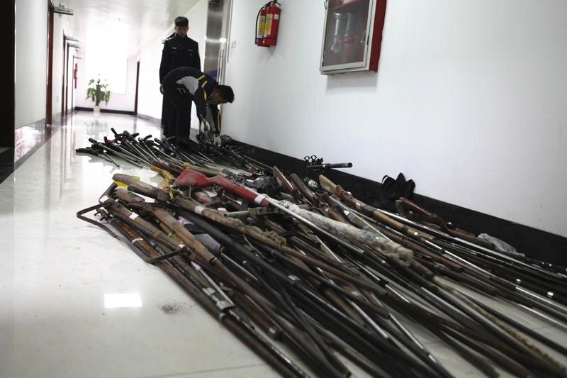 209支枪、1596颗子弹还有2枚手榴弹 这是要干嘛?