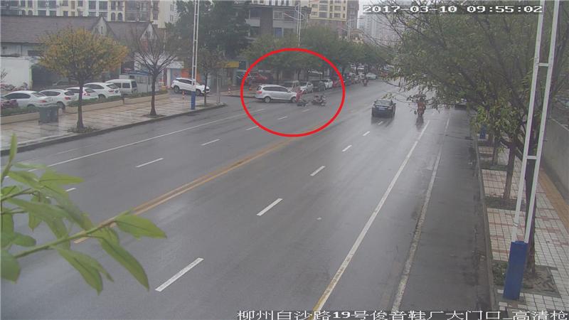 【探头下的交通事故】行经道路开口要谨慎