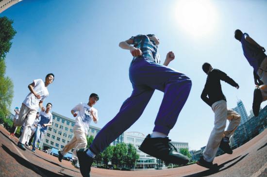 凤凰中学拟新建一栋综合体育馆 校园绿化环境再升级