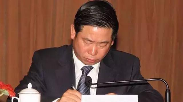 """又打一虎!中国银监会原主席助理杨家才被""""双开"""""""