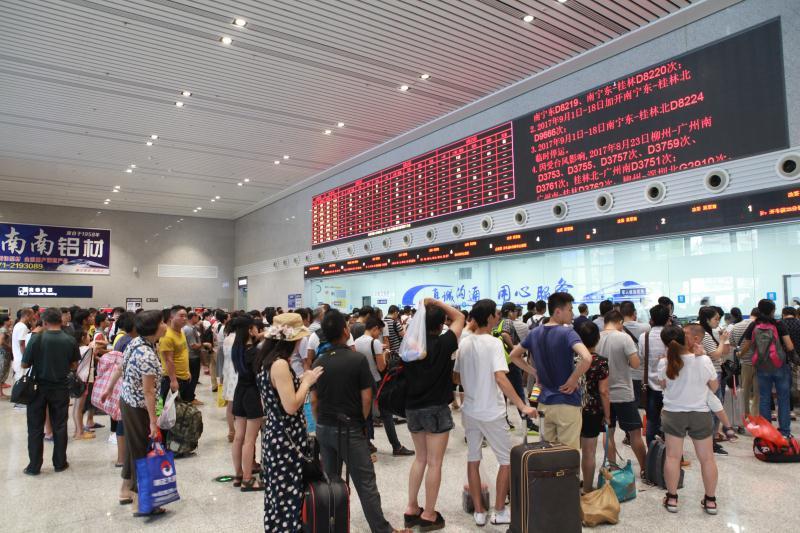 """台风""""天鸽""""影响我市2800多名旅客出行"""