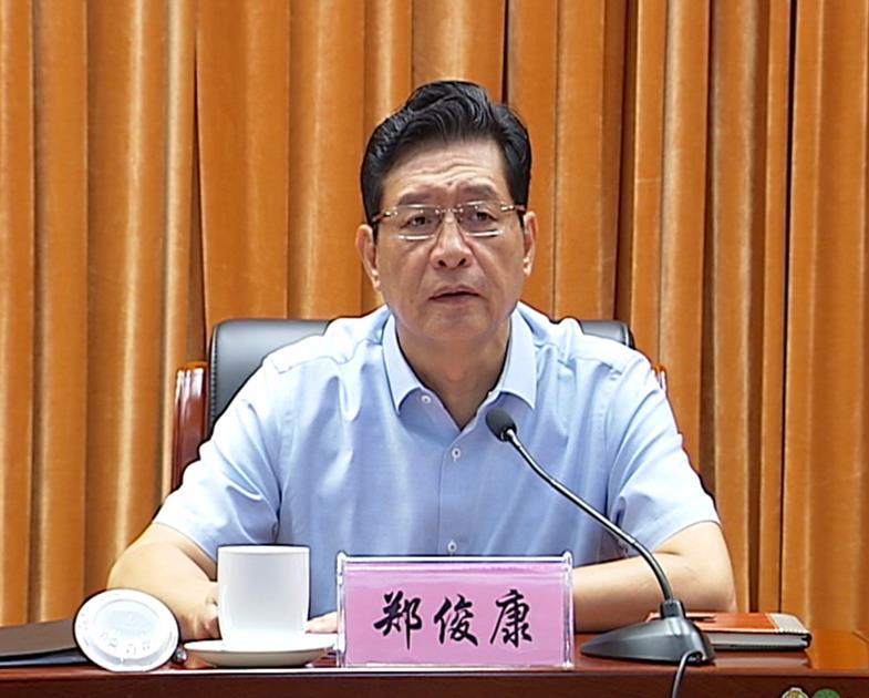 郑俊康强调:全力以赴为党的十九大胜利召开营造良好氛围