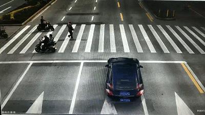 【曝光台】遇行人过斑马线熟视无睹?这些司机要领罚单