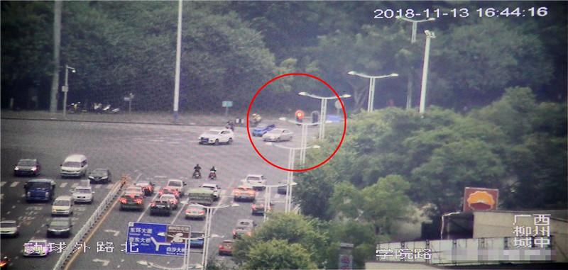 @司机们 路口右转红灯亮,有的可走有的不行走,你懂这些划定吗?