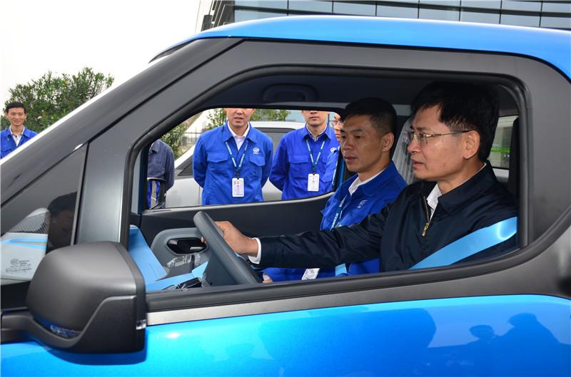 蓝天立:柳州要夺取早日建成万亿产业强市 为推进全区经济高质量生长作出更大孝敬