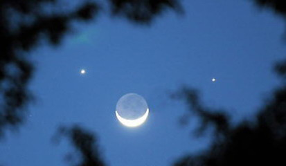 """月亮、金星、水星""""捞堆"""" 明晚一起看双星伴月"""