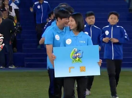 表现惊艳!白菜网送彩金10位足球小将亮相CCTV5《谁是球王》
