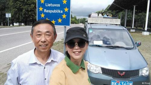 """柳州""""神车""""再耍酷 横穿欧洲拉着一对老夫妇"""