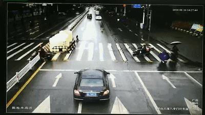 【曝光台】开车有礼让斑马线吗?看看这些曝光的车辆有你的吗