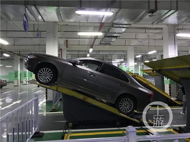 翘起来停车更省地 天下首个立体斜置式智能停车库投入利用