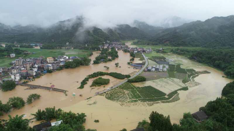 【直击】融安、三江遭遇暴雨袭击,道路积水、农田被淹,部分交通中断