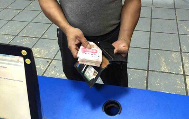 柳江一男子报警:我丢了个钱包,里面有1万多现金,怎么办?