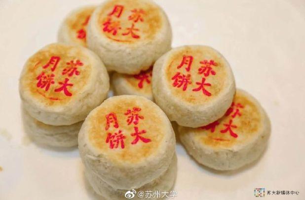 """高校月饼""""争霸赛""""再度开启!哪款才是你心中的""""颜王""""?"""