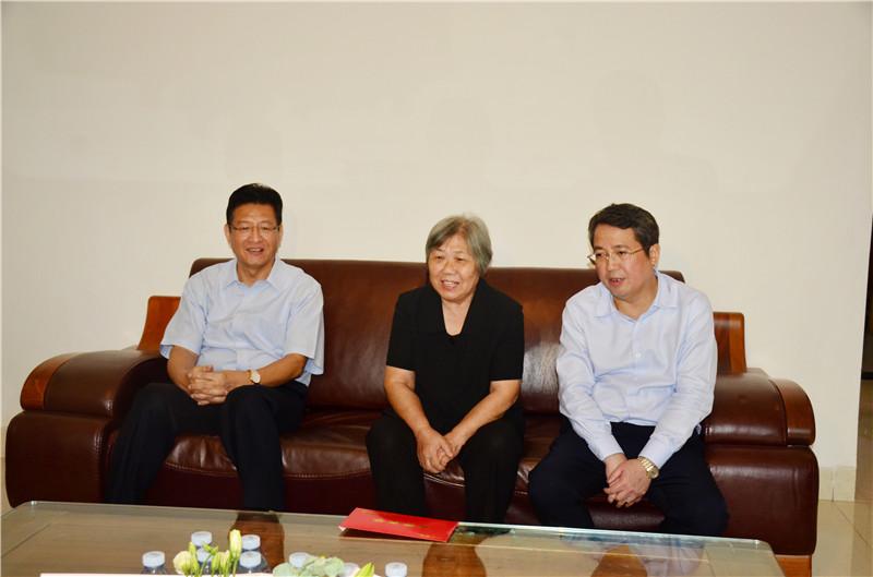 郑俊康吴炜率队看望老领导,希望大家为柳州发展多提真知灼见