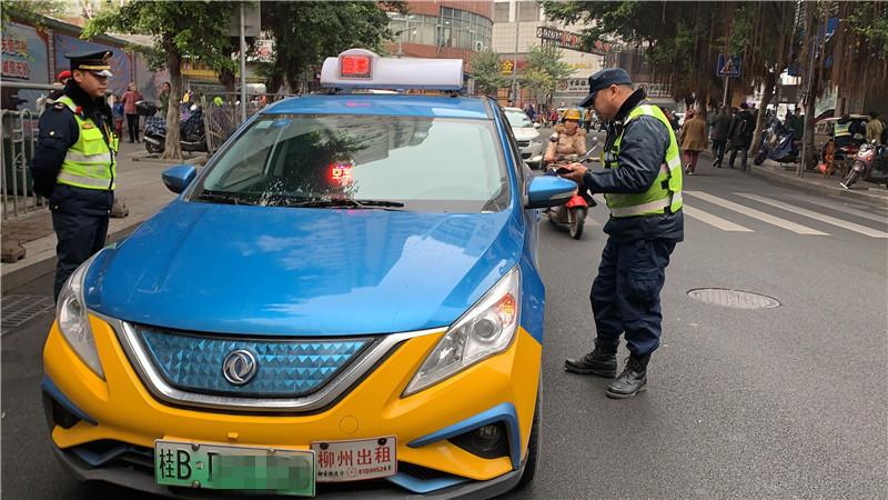 出租车整治首日:不按规定使用服务监督卡?罚!