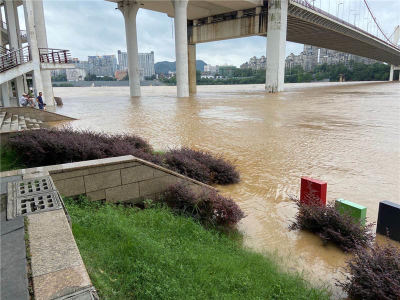 【滚动】柳江河水已退至警戒水位82.50米以下,预计明日5时前后退至亲水平台