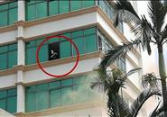 酒店外飘起阵阵黄烟 一位住客在窗口大声呼救…