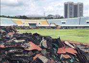 怎么回事?体育中心塑胶跑道和草皮翻了个底朝天!