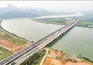 广西首创|柳南高速新洛维大桥建成通车 雾灯可感应天气变化