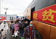 柳州农民工返岗专车出发,车内有免费口罩、晕车药