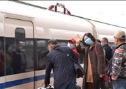 柳州→武汉 今天,他们终于坐上回家的动车!
