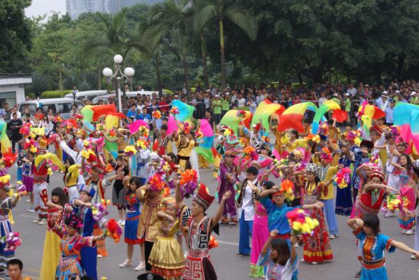 民族大融合-2013中国柳州国际水上狂欢节大巡游欢乐上演