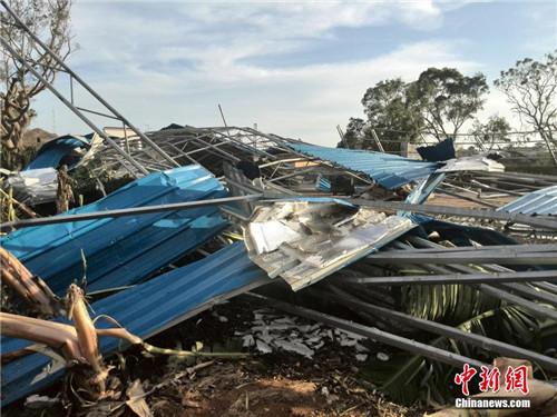 """摄   受今年第9号台风""""威马逊""""的正面袭击,广西涠洲岛大批居民瓦房"""