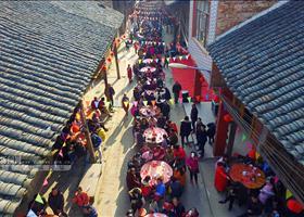[新春走基层]高清:融安一社区办长街宴 1500人共尝佳肴庆元宵