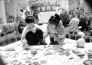 """近80个家庭手绘""""紫荆花海"""""""