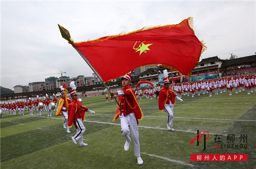"""""""我们是共产主义接班人……""""融水少先队员欢聚一堂,满眼尽是中国红"""