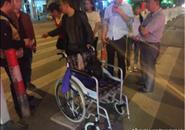 """一男子推轮椅""""碰瓷"""" 柳州交警征集另案线索"""