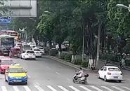 柳州:网友曝公交车越双实线超车   监控记录还原真相