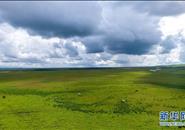 云卷云舒瞰草原