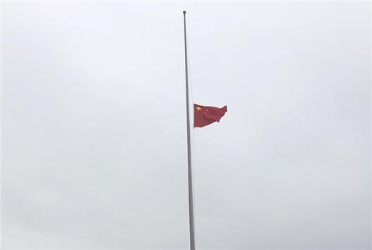 柳州社会各界举行哀悼活动,向抗疫牺牲烈士和逝世同胞致哀