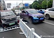 67岁老人驾驶E200失控冲向隔离栏.....丨覆车之戒